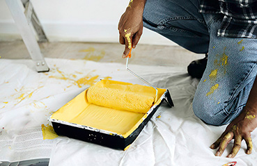 DIY Guide: How To Use A Paint Roller and How To Buy